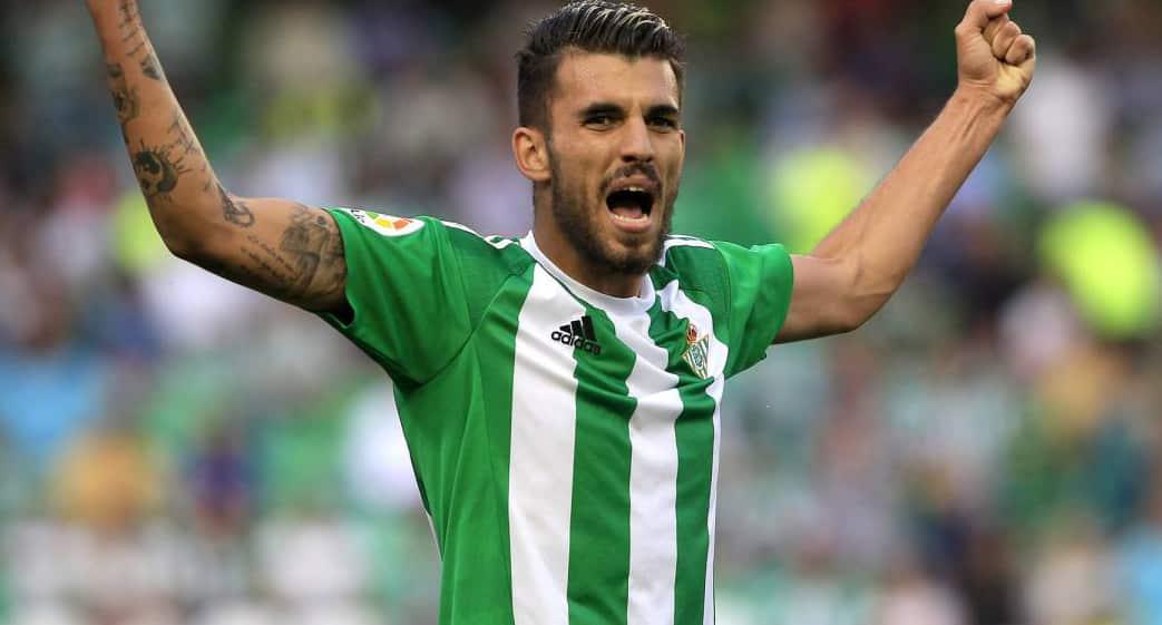 Dani Ceballos celebrando un gol con el Betis.