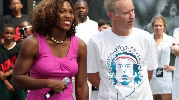 Serena Williams y Jon McEnroe en un acto juntos.