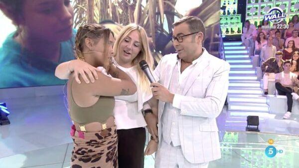 Rocío Fllores Carrasco recibe a su tía Gloria Camila