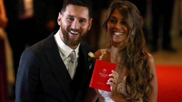 Leo Messi y Antonella Roccuzzo tras darse el 'sí quiero' en Rosario (Argentina).