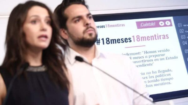 Inés Arrimadas y Fernando de Páramos durante la presentación de la web '18meses18mentiras.cat'