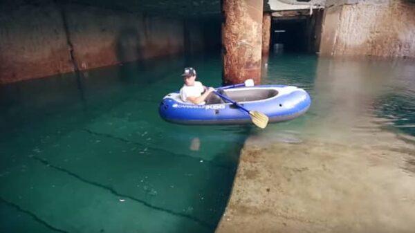 El 'youtuber' Portillo navegando en barca por el Metro de Valencia