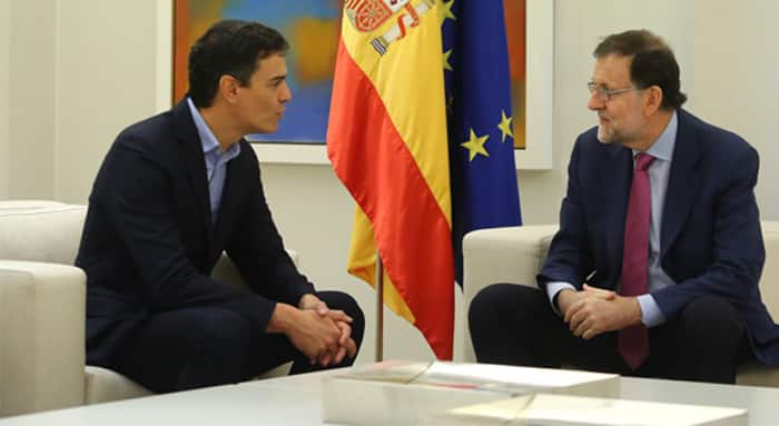 Mariano Rajoy y Pedro Sánchez durante su reunión en Moncloa