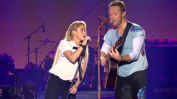 Shakira y Chris Martin cantando juntos