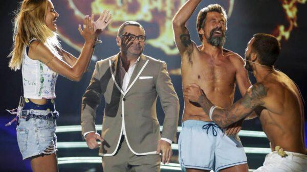 Alba Carrillo, Jorge Javier Vázquez, José Luis e Iván justo después de anunciar el nombre del ganador