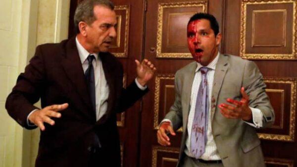 Diputados resultan heridos en irrupción de simpatizantes de Nicolás Maduro al Parlamento de Venezuela.