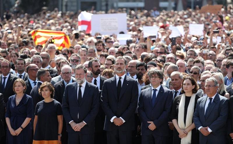 Minuto de silencio en la Plaza de Cataluña de Barcelona