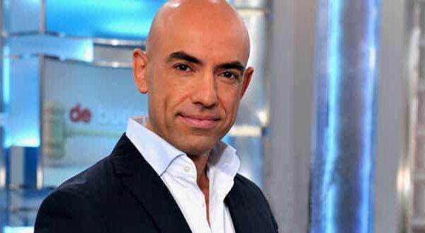 El presentador Emilio Pineda