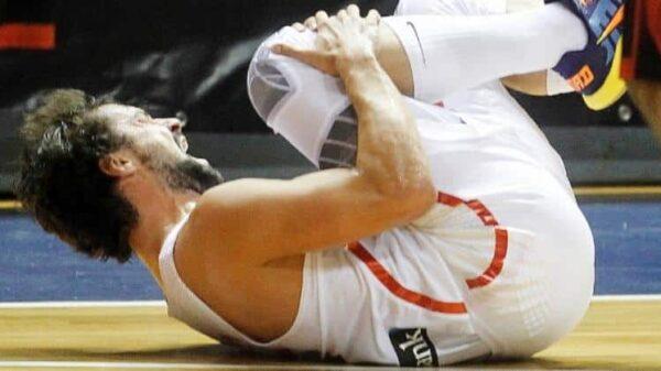 Sergio Llull retorciéndose de dolor tras su lesión