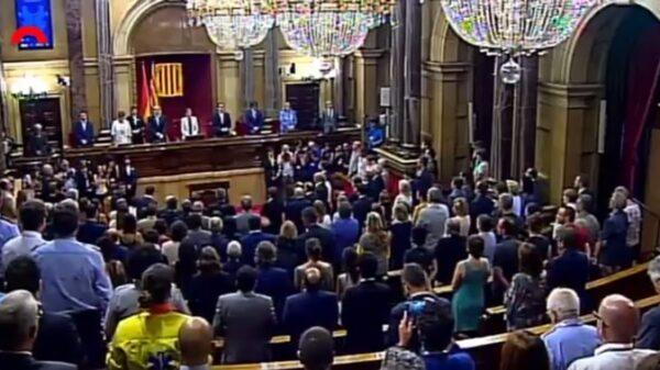 El Parlamento catalán guarda un minuto de silencio