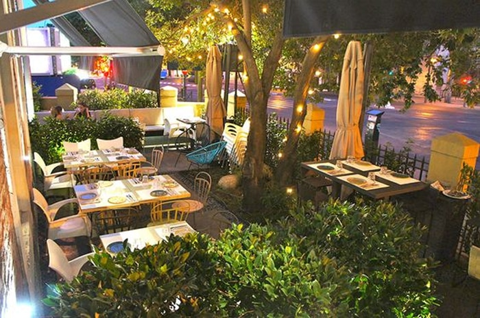 Las 10 mejores terrazas de madrid para cenar en agosto for Restaurantes con terraza madrid
