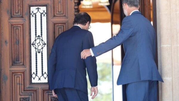 El presidente Rajoy con el Rey Felipe en el despacho veraniego en Marivent