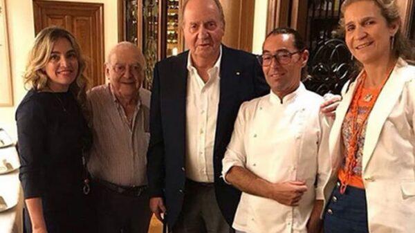 El Rey Juan Carlos junto a la infanta Elena en un restaurante de San Sebastián