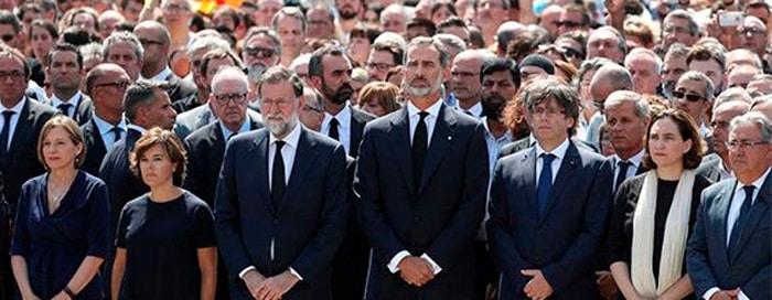 El Rey junto a Rajoy y demás representantes políticos en La Rambla