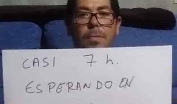 Juan en el vídeo explicando su experiencia en Urgencias