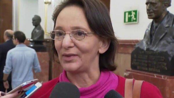 Carolina Bescansa este miércoles en los pasillos del Congreso