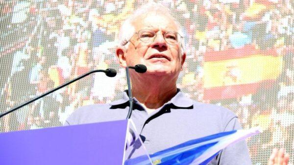 Josep Borrell durante su discurso en el manifestación de Barcelona