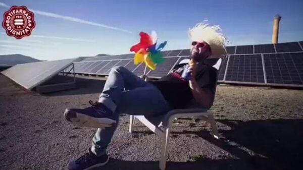 Fotograma del vídeo en el que se llama a una butifarrada