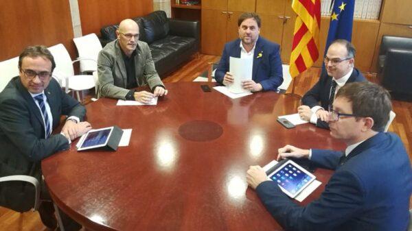 Josep Rull, Raül Romeva, Oriol Junqueras, Jordi Turull y Carles Mundó durante su reunión de este martes en el Parlament