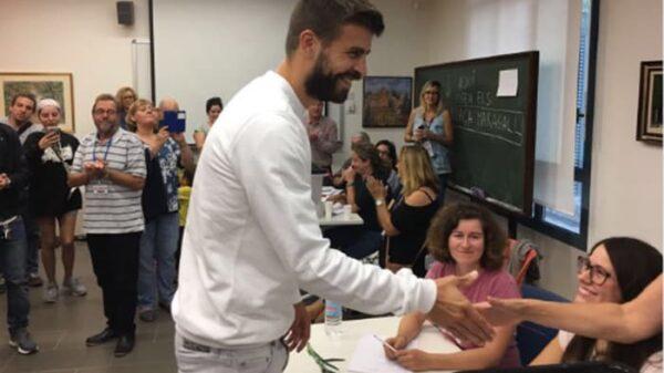 Gerard Piqué votando