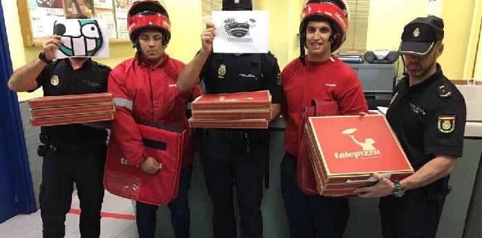 Agentes con el pedido de pizzas de Forocoches