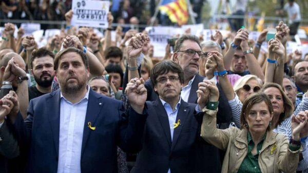 Junqueras, Puigdemont y Forcadell en la manifestación por la liberación de Jordi Sànchez y Jordi Cuixart
