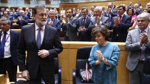 Mariano Rajoy aplaudido este viernes a su llegada al Senado