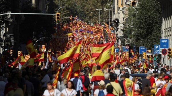 Cientos de miles de personas se manifiestan por la unidad de España en Barcelona