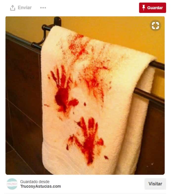 Toalla manchada 'de sangre'