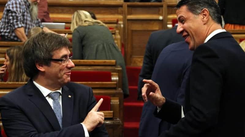 Carles Puigdemont y Xavier García Albiol en el Parlament