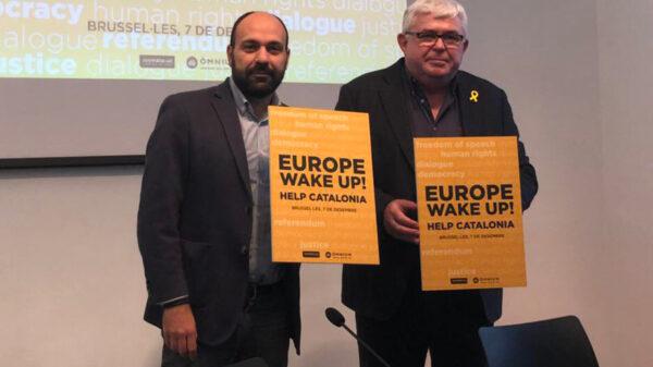 Los vicepresidentes de Òmnium Cultural y la ANC presentando la manifestación en Bruselas