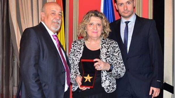 La fotógrafa Dolores de Lara junto a su marido, Juan A. Campos y su hijo, Juan