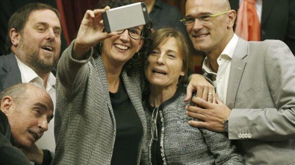 Carme Forcadell junto a miembros de ERC
