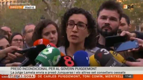 Marta Rovira y Rufián atendiendo a los medios