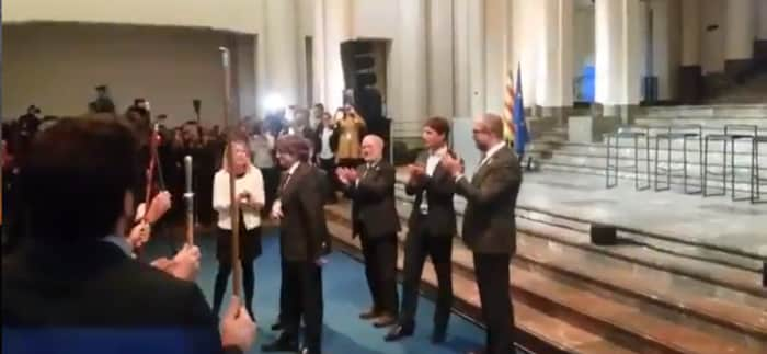 Carles Puigdemont con los alcaldes independentistas en Bruselas