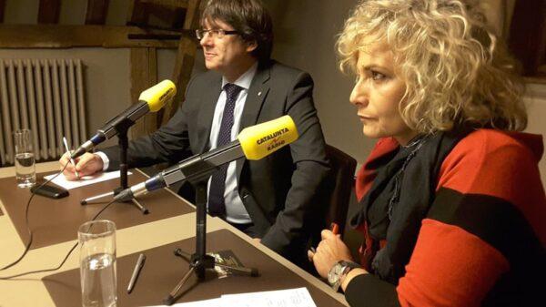 Carles Puigdemont y Mònica Terribas durante la entrevista en Bruselas este martes