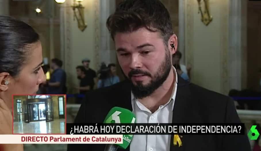 Ana Pastor entrevistando a Gabriel Rufián en el Parlament