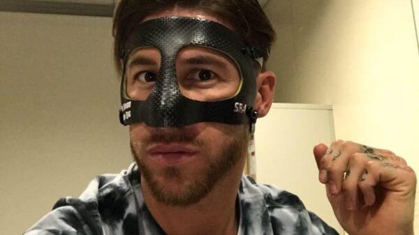 Sergio Ramos con su máscara
