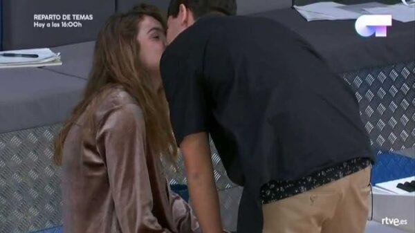 El beso de Alfred y Amaia