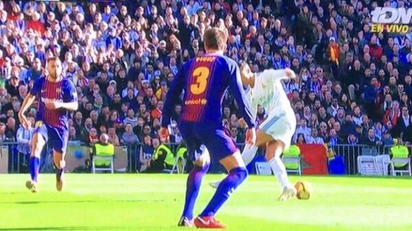 Un momento del clásico Real Madrid-Barcelona
