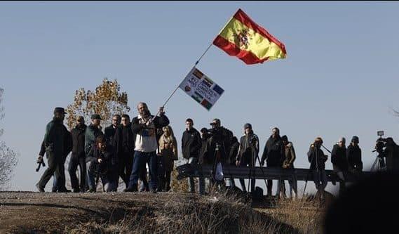 Miembros de Hogar Social Madrid este martes en la cárcel de Estremera