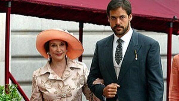 Luis Alfonso de Borbón y su abuela Carmen Franco