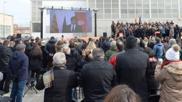 Puigdemont interviniendo por videoconferencia durante el acto de Junts per Catalunya