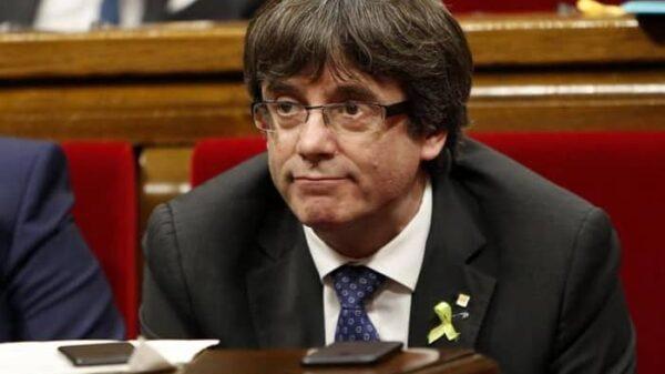 Carles Puigdemont en el Parlamento catalán