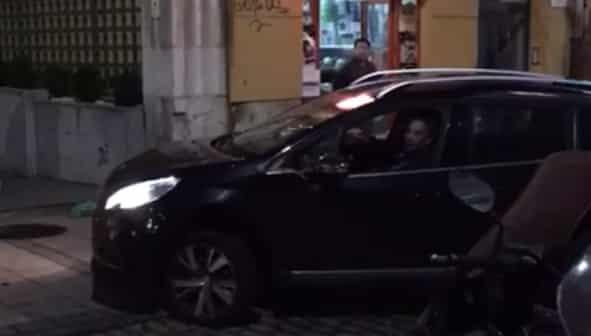 Miguel Ängel Revilla conduciendo su coche se mete en dirección contraria
