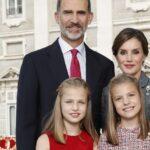 Los Reyes y sus hijas en la felicitación de Navidad