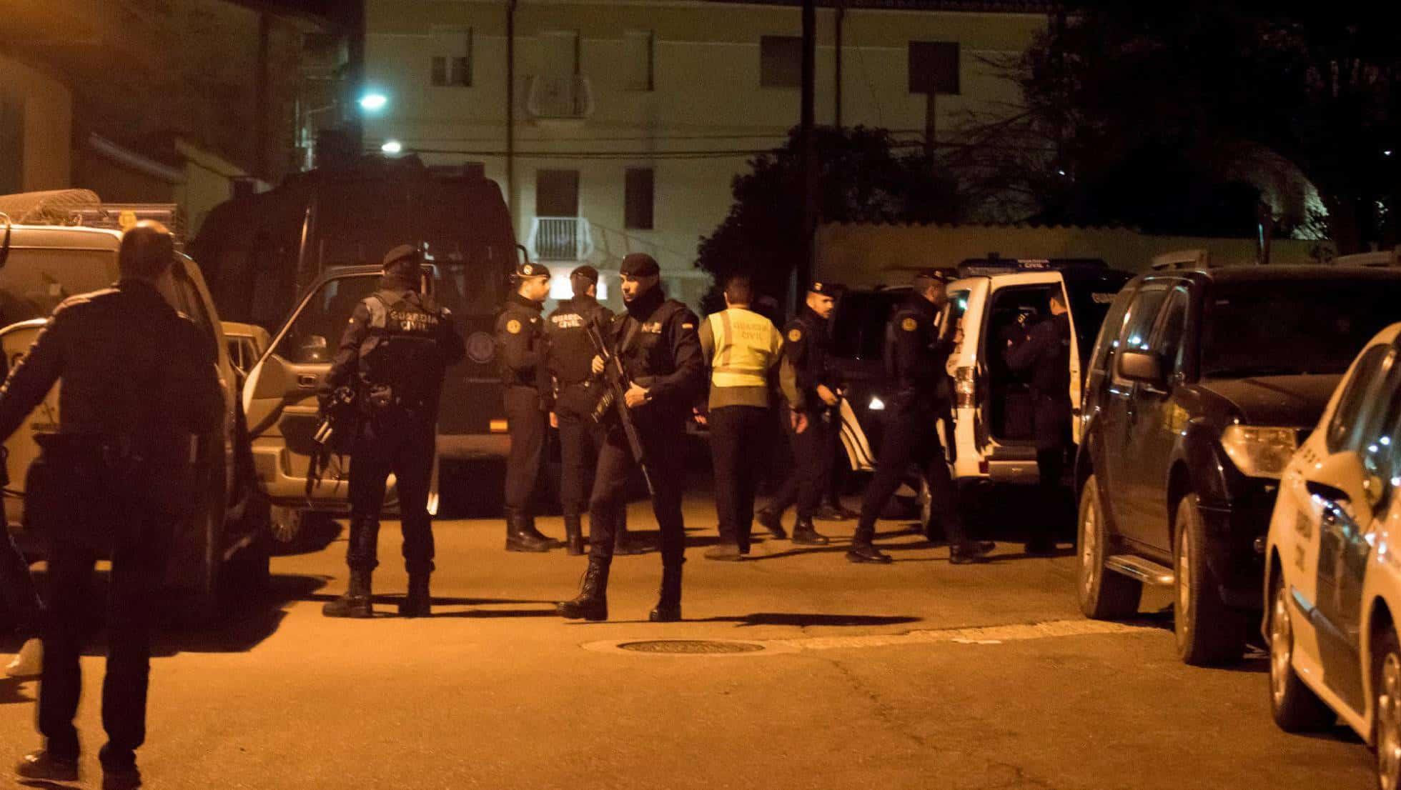 Guardias civiles, este jueves durante el operativo de búsqueda en Andorra (Teruel)