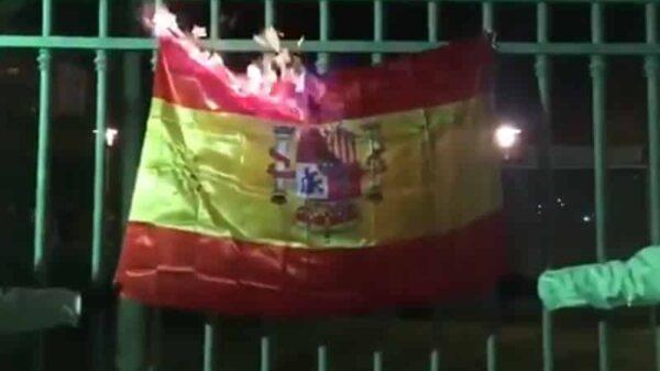 Quema de una bandera de España por parte de Arran