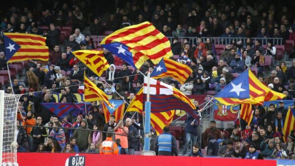 Imagen de las gradas del Camp Nou con banderas independentistas