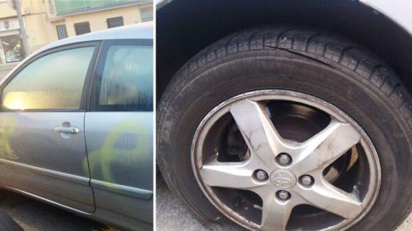 El coche de la militante de Ciudadanos, con pintadas de lazos amarillos y una rueda pinchada